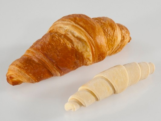 Dairy butter croissants straight XL