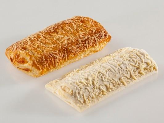 Roomboter kaasbroodje gedecoreerd met kaas